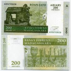 Банкнота Мадагаскар 200 ариари (1000 франков) 2004 год.